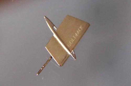 Značka z logotipom podjetja